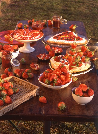 Strawberries and strawberries cake, Italy : Stock Photo