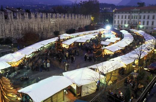 Stock Photo: 4261-14957 Christmas market, Trento, Trentino, Italy