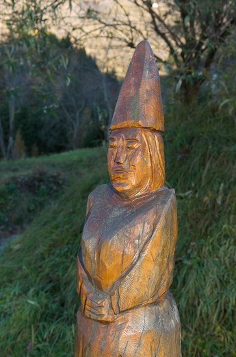 Stock Photo: 4261-17304 sculptures in the wood, zone, italy