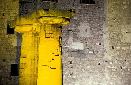 Stock Photo: 4261-20064 doric columns, taranto, italy