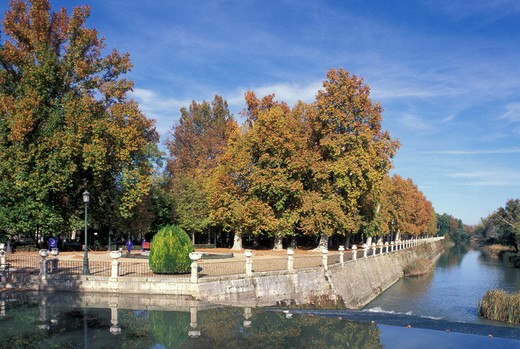 Stock Photo: 4261-21986 gardens of royal palace, aranjuez, spain