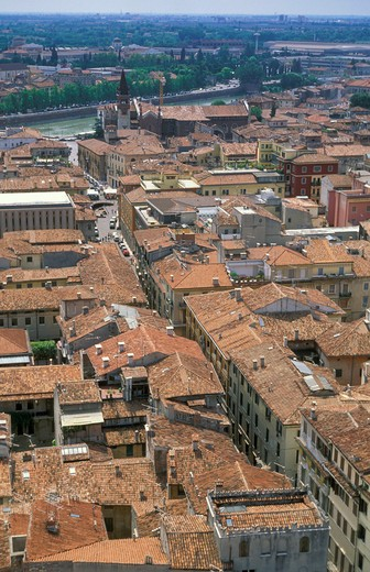 Stock Photo: 4261-23481 town view, verona, italy