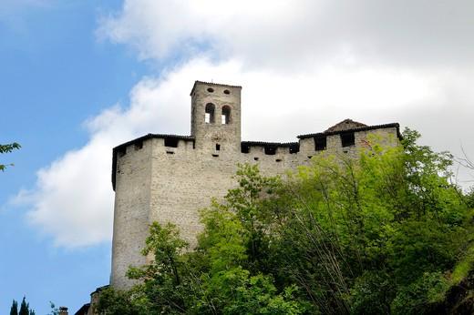 Rocca d'Olgisio castle, Pianello Val Tidone, Emilia Romagna, Italy : Stock Photo