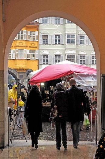 Stock Photo: 4261-31108 Christmas Market, Bolzano, Alto Adige, Italy