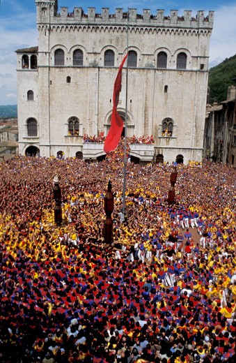 Stock Photo: 4261-33609 Crowd in Piazza del Comune, La Corsa dei Ceri feast on 15th of May, Gubbio, Umbria, Italy