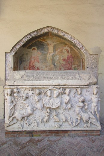 Quadriporticus and Roman sarcophagus, Cathedral, Salerno, Campania, Italy : Stock Photo