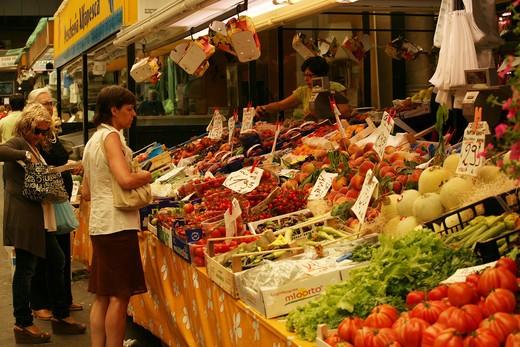 Mercato Orientale food market, Via XX Settembre, Genoa, Ligury, Italy, Europe : Stock Photo