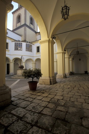 Ex cloister in San Francesco, Sant'Agata de' Goti, Campania, Italy : Stock Photo