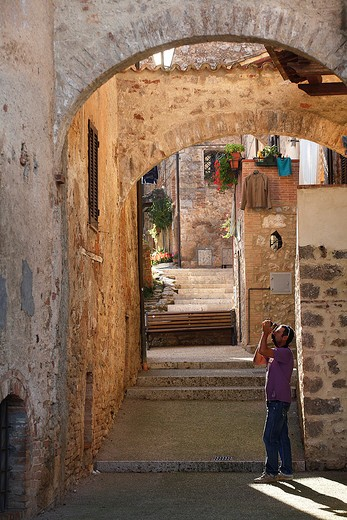 Foreshortening, Abbadia a Isola, Tuscany, Italy