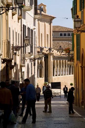 Foreshortening, Città Sant'Angelo, Abruzzo, Italy : Stock Photo