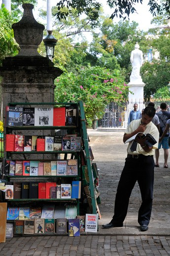 Stock Photo: 4261-6729 Bookstall, Plaza de Armas, La Habana, Cuba, West Indies, Central America