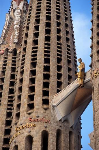 Risen Christ as a gold figure, Passion facade of the Sagrada Familia, Barcelona, Catalonia, Spain, Europe : Stock Photo