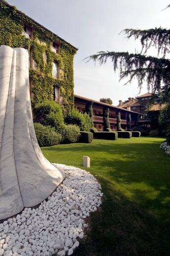 Garden, L'Albereta inn, Franciacorta, Lombardy, Italy : Stock Photo