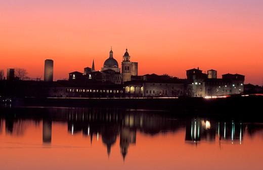 Stock Photo: 4261-75187 Cityscape from the lake, Mantova, Lombardy, Italy