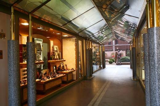 Stock Photo: 4261-75510 Galley with many shops, Desenzano del Garda, Lombardy, Italy