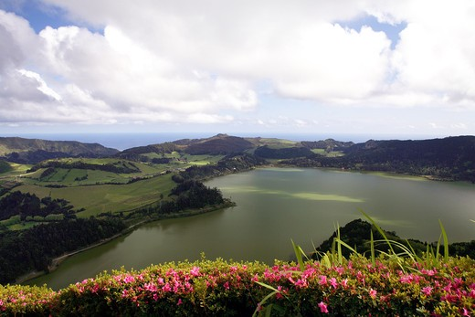 Stock Photo: 4261-76893 Lagoa das Furnas seen from Lombos dos Milhos, Sao Miguel Island, Azores, Portugal, Europe