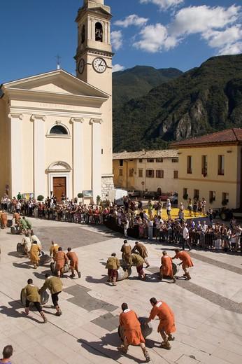 Stock Photo: 4261-77113 Barrel race in historic recalling Uva e Dintorni,  Sabbionara d'Avio, Bassa Vallagarina, Trentino Alto Adige, Italy, Europe