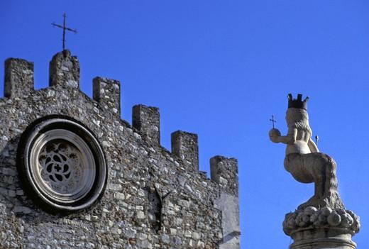 Stock Photo: 4261-81230 Foreshortening, Piazza Duomo, Taormina, Sicily, Italy