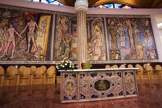 Manuel Josè Seco Velasco altar and Giovanni Hajnal mosaic, Basilica Nuova, San Francesco da Paola sanctuary (XV), Paola, Calabria, Italy : Stock Photo