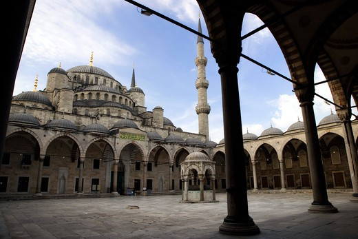 The courtyard of the Blue Mosque, Istanbul, Turkey, Europe  : Stock Photo