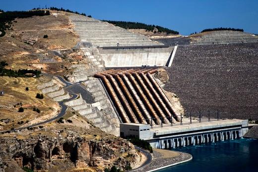 Stock Photo: 4261-87999 The Ataturk Dam on the Euphrates river near Adiyaman, Turkey, Europe