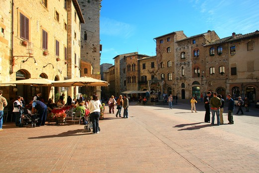 Cisterna square, San Gimignano, Tuscany, Italy : Stock Photo