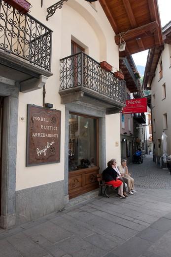 Foreshortening, City centre of Courmayeur, Valle d'Aosta, Italy, Europe : Stock Photo