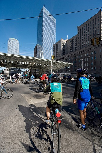 Stock Photo: 4261-96048 USA, new york, manhattan, cycling downtown Manhattan, near the former World Trade Center