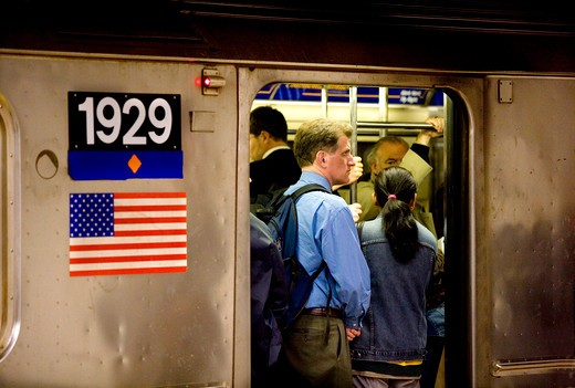 USA, new york, manhattan, scene in the city subway, the shuttle train at the 42nd street  : Stock Photo
