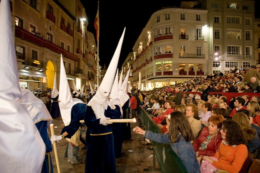 Costa del Sol, Malaga: Easter Week, members of the cofradia during the night procession of the holy friday along the central calle Larios, Spain, Europa  : Stock Photo