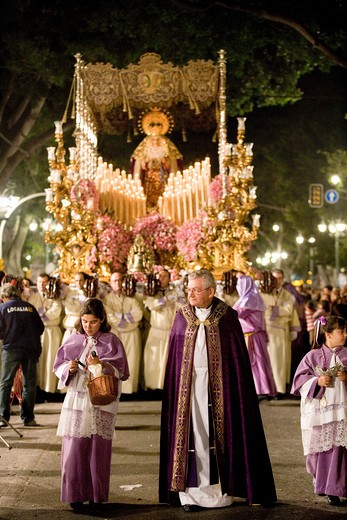 Costa del Sol, Malaga: Easter Week - members of the cofradia carrying the heavy floats during the night procession of the holy friday, Spain, Europa  : Stock Photo