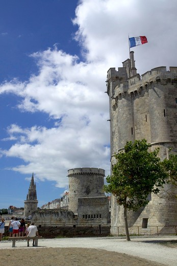 Harbour towers, La Rochelle, Poitou Charentes, France, Europe  : Stock Photo