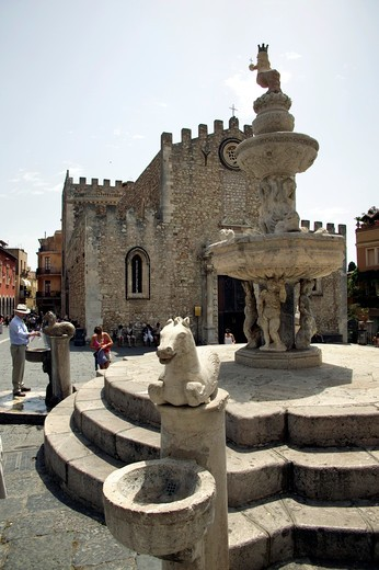 Fountain, Cathedral square, Taormina, Sicily, Italy : Stock Photo