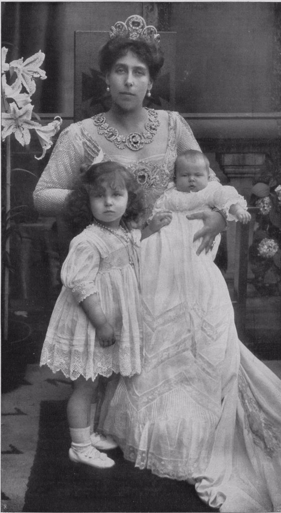 Princess Victoria Melita of Saxe-Coburg and Gotha with her daughters Maria and Kira by Anonymous  /Private Collection/c. 1907/Phototypie/Russia/Portrait,Tsar's Family. House of Romanov : Stock Photo