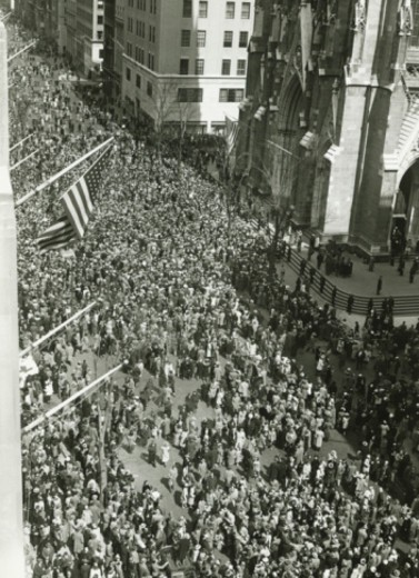 Stock Photo: 4267R-1324 Crowd of people in front of St. Patrick's cathedral, NYC, (B&W), (High angle view)