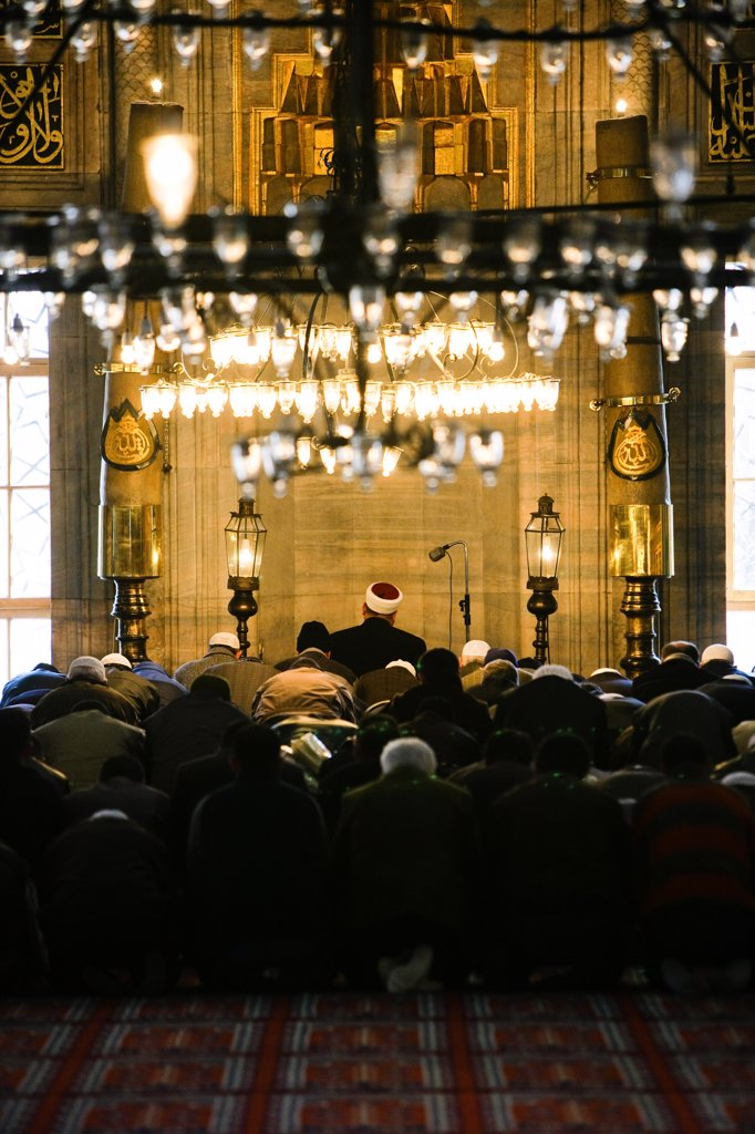Faithfuls praying in Yeni Cami, the New Mosque, Istanbul, Turkey. : Stock Photo