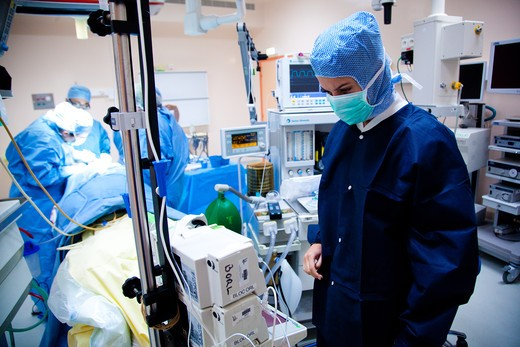 Stock Photo: 4269-20243 Anesthetist nurse at operating theatre. Labiroisière Hospital.