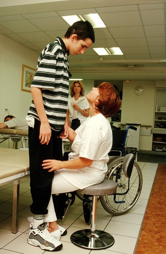 Disabled person. Functional rehabilitation department Kinesitherapy Head injury Hemiplegic : Stock Photo