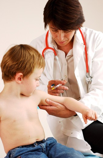 Stock Photo: 4269-25959 Medical consultation. 4 years old child