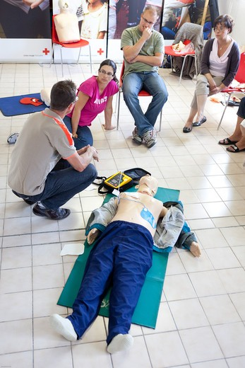 First aid training courses given by the French Red Cross. : Stock Photo