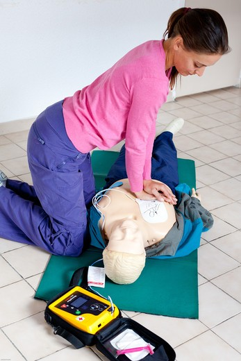First aid training courses given by the French Red Cross. Portable semi-automatic heart defibrillator used on a mannequin. : Stock Photo