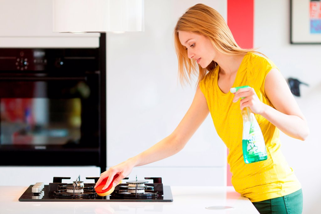 Stock Photo: 4269-33911 Woman housecleaning in the kitchen.