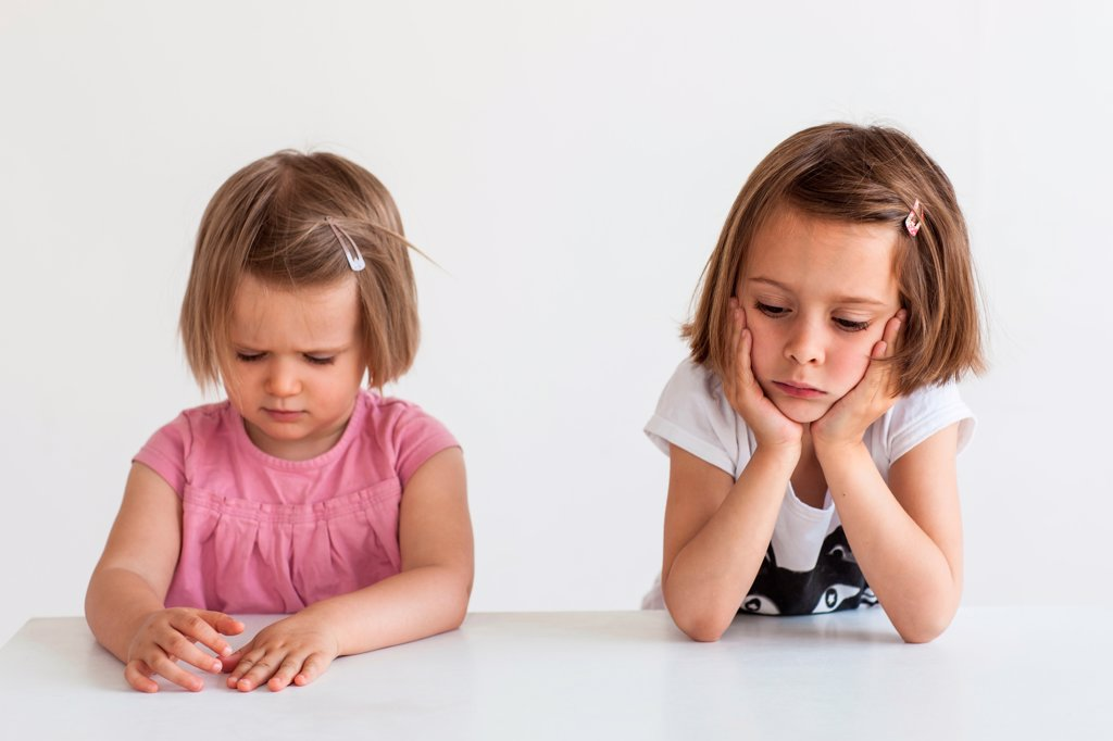 2 and 5 year old sisters : Stock Photo