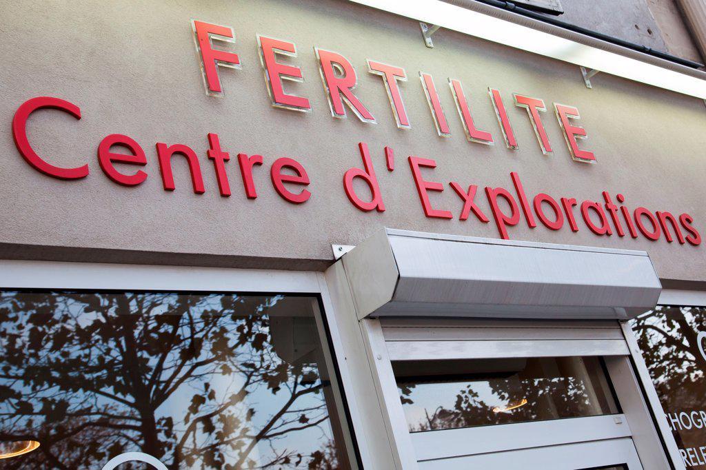 Stock Photo: 4269-35534 Centre d'explorations spécialisé dans la fertilité