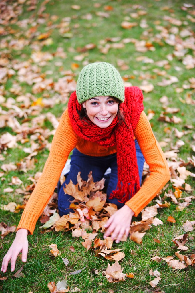 Stock Photo: 4269-7765 Woman with dead leaves in autumn.