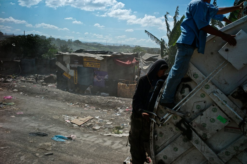 Stock Photo: 4271-1060 Nicaragua, Managua, Workers at La Chureca Industrial waste disposal site