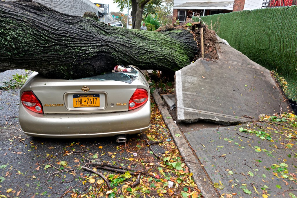USA, New York City, Queens, Aftermath of tropical hurricane Sandy, October 30, 2012 : Stock Photo