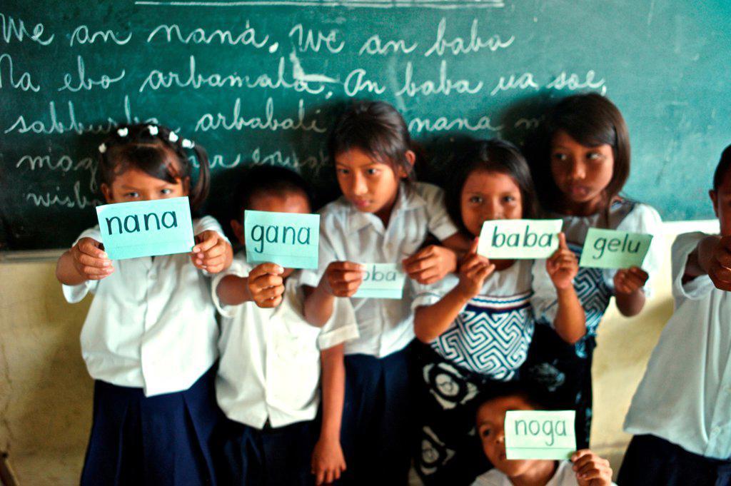 Stock Photo: 4271-1201 Panama, Kuna Yala, Guna Indigenous students at Spanish-Guna bilingual school in Ustupu