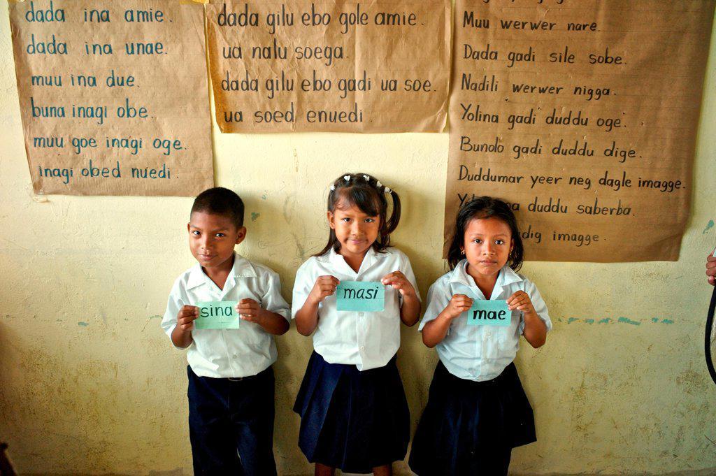 Panama, Kuna Yala, Guna Indigenous students at Spanish-Guna bilingual school in Ustupu : Stock Photo