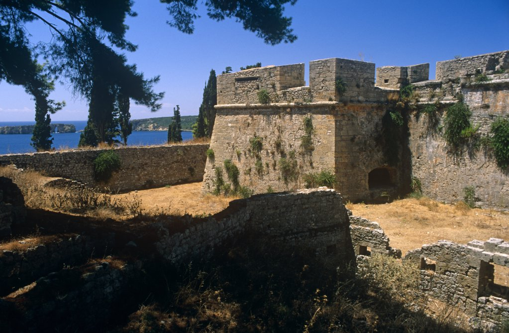 Stock Photo: 4272-12767 Greece, Peloponnese, Messinia, Pylos. Built by the Turks in the 1570s, Pylos's Neo Kastro, or 'New Castle', looks out over Navarino Bay, or Ormos Navarinou.